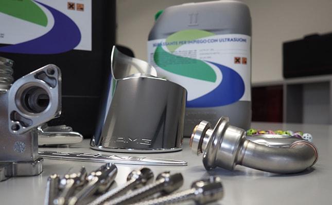 Utilizzo di prodotti chimici su misura per metalli