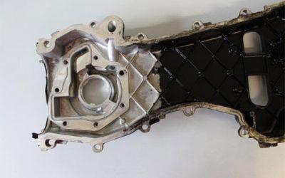 Pulizia motore in lega di alluminio con detergente professionale